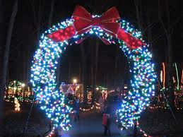 large outdoor wreath with lights uk