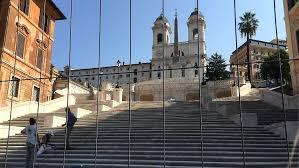 Die sommer sind heiß und trocken. In Den Handen Von Barbaren Spanische Treppe In Rom Wird Wiedereroffnet N Tv De
