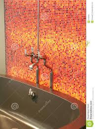 Rote Fliesen Im Badezimmer Stockfoto Bild Von Erbauer 3783690