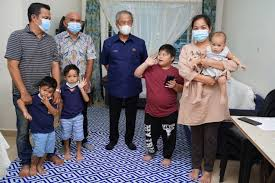 Muhyiddin yasin haberleri ve muhyiddin yasin hakkında en güncel gelişmeleri haber 7'de takip edin. Take Good Care Of Daniel Says Pm Muhyiddin To Father Of Special Needs Child Prime Minister S Office Of Malaysia