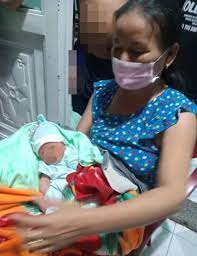 Bé trai sơ sinh bị bỏ rơi trước nhà dân trong đêm