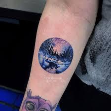 фото небольшой женской татуировки в стиле реализм зимний пейзаж лес