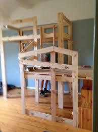 Ich verkaufe ein selbst gebautes plattenbett. Selbstgebaut Aus Alten Paletten Hochbett Der Besonderen Art Palettenbetten Alte Paletten Bett