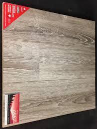 helsinki oak d8013 10mm laminate flooring image