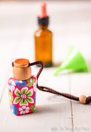 keep your car smelling fresh with this easy natural diy car air freshener using the