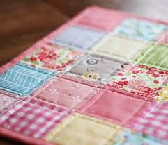 Best 25+ Doll quilt ideas on Pinterest | DIY doll quilt, Mini ... & I made a doll quilt before Christmas and realized I'd never posted a  tutorial Adamdwight.com