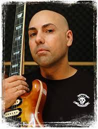 Entrevista Manu Herrera La tranquilidad y sentido común que transmite Manu Herrera es contagiosa. Este auténtico Maestro de la guitarra, profesor motivado y ... - manu-herrera