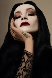 how to morticia addams