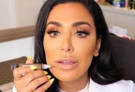 since you guys are always asking me about how i contour my lips i thought i d do a you tutorial on how to perfect one of my all time