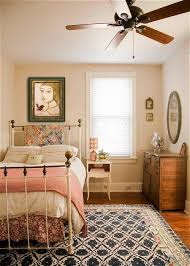 Amazingly Charming Small Bedroom Arrangement and Decorating Ideas