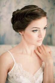 bride with natural makeup and lace wedding dress