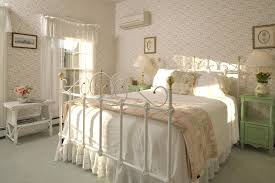 Bedroom Ideas For Women In Their 20s Circle Brown Smooth Elegant