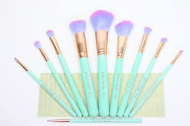 spectrum brushes rose gold. i really feel like ariel when use my spectrum brush set. it brightens morning bring a pastel burst to bedroom. not any makeup brushes you have rose gold p