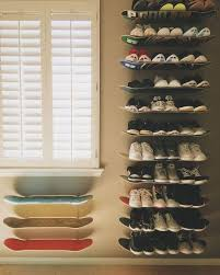 Make DIY Skateboard Shelves for Shoe Storage / Grillo Designs  www.grillo-designs.