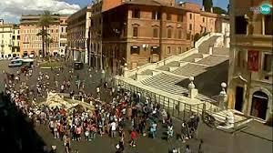 Die spanische treppe ist eine der beliebtesten orte in rom zum sitzen und flanieren mit einer langen geschichte. Windy Web Kamere Rim Webcam Piazza Di Spagna Square Barcaccia Fountain
