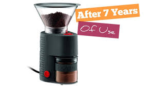 Characterized by a large sized hopper, the chefman coffee burr mill is capable of grinding up to 2.8oz beans with a variety of 17 grinding options to choose from. The 5 Best Budget Electric Coffee Grinders Earl Of Coffee