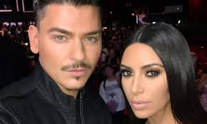 watch kim kardashian s makeup artist show how he does his signature buffing and setting technique