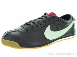 australia nike men s cortez classic og leather casual shoe black tea sndtrp sl drk tm rd