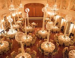ways to use giant balloons in your wedding decorations