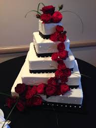 Blackwhite Wedding Cake With Red Roses Scenes From An Italian