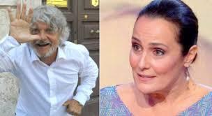 Estate in Diretta, Massimo Ferrero e la proposta a Roberta Capua. Lei  replica: «Ci sta guardando mio marito»