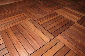 Pavimentazione Balconi Esterni : Pavimenti in legno per terrazzi e balconi listoni mattonelle