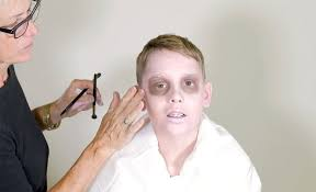how to paint your face like a zombie easy zombie makeup tutorial