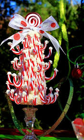 How To Decorate A Candy Cane For Christmas 60 Fun Candy Cane Christmas Décor Ideas For Your Home DigsDigs 14