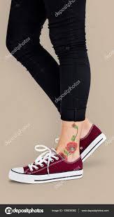тату на лодыжке цветы цветок татуировки на лодыжке стоковое фото