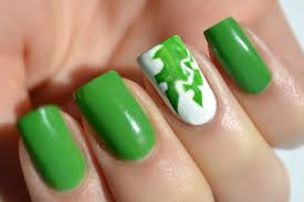 Contrast Green and White Manicure - Nail Art