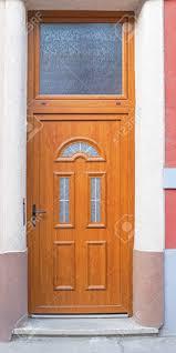 Brown Holztür Mit Großen Oberlicht Fenster Lizenzfreie Fotos Bilder