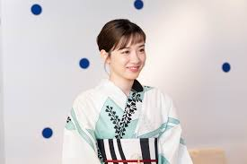 永野芽郁爽やか浴衣に赤い帯締めがアクセント パールの帯留めで 毎日