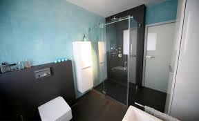 Fugenloses Bad Duschen In Einem Meer Aus Blau Und Anthrazit