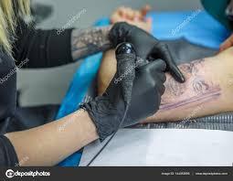 фото эскизы тату на руке блондинка женщина эскизы тату с ее
