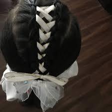 今日の娘の通園ヘアスタイルです 今流行りのリボン編み込みを加えた