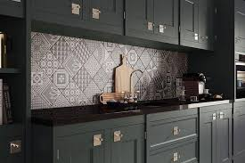 the patchwork kitchen backsplash tile designs works only when the kitchen cabinets are even in plain color otherwise the interior can act kitchig