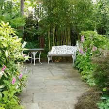 Garden with white bench at far end small garden ideas Annaick Guitteny