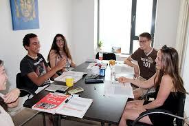 alumnos disfrutando sus clases de chino