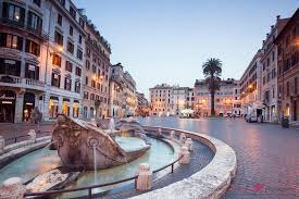 A nightly walk through the atmospheric old town of rome to visit some of its most beautiful sights: Spanische Treppe Hotel Barberini