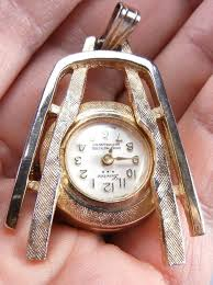 lucerne las pendant working watch