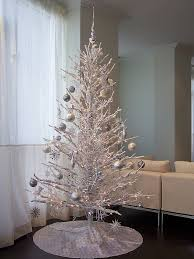 Silvery Christmas Tree Decor: Source