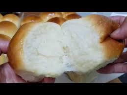 Roti ini memiliki bentuk yang mudah untuk di sobek tanpa harus di potong, teksturnya sangat lembut dan didalamnya diberi isi adonan bubuk cocoa coklat yang berkualitas. Pin Di Roti Sobek