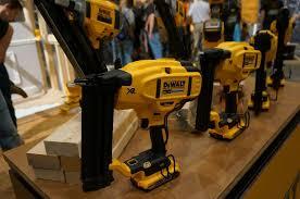dewalt 20v cordless tools. dewalt 20v cordless nailers 20v tools