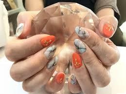 オレンジ大理石ネイル ネイルサロン Tiana Hairnailのネイルカタログ