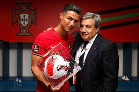 البرتغال ضد أيرلندا.. رونالدو يتسلم كرة الهداف التاريخي للمنتخبات - اليوم  السابع
