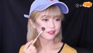 from black highlighter to marble nails here s how to get the latest korean looks korean beauty trends