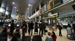 Scene dramatice pe aeroportul Otopeni la plecarea unei curse cu români spre Italia: Copii în lacrimi despărțindu-se de părinți, familii destrămate. Vom avea, în viitor, o generație atrofiată, una care a crescut