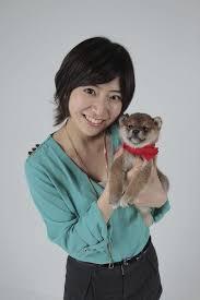 子犬を抱える南沢奈央