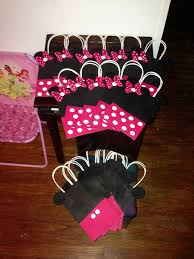 for emilys shower minnie mouse gift bags these are so cute i would make these for my kids bday party