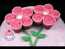 Mothers Day Cupcakes Make A Flower Pull Apart Cupcake Cake A